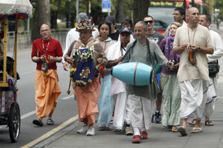 Religious devotees hold peace march in wake of London riots