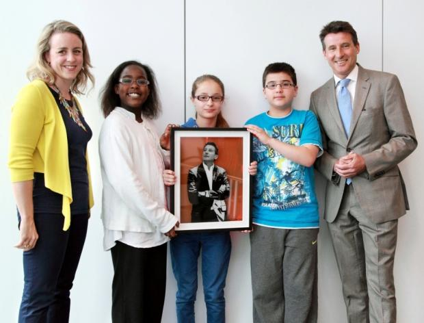 Pupils present portrait to Lord