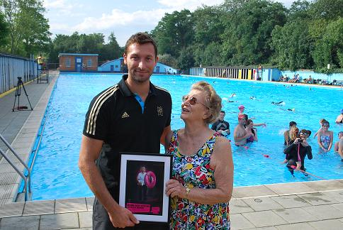 WAND Ian Thorpe gives swimming lessons in Tooting Bec Lido
