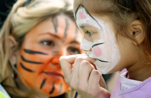 Nesrine, aged 4, with facepainter Rose Beat-Ely
