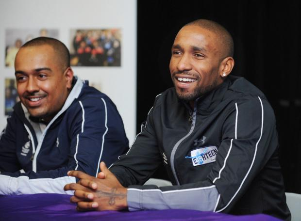 Spurs striker Jermain Defoe visits school