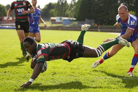 Ade Adebisi has agreed to remain with London Skolars
