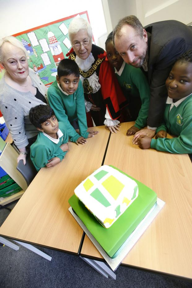 Haringey Independent: Liz Wolverson, Mayor of Harringey Sheila Peacock and Simon Kowles join pupils to cut the school's birthday cake