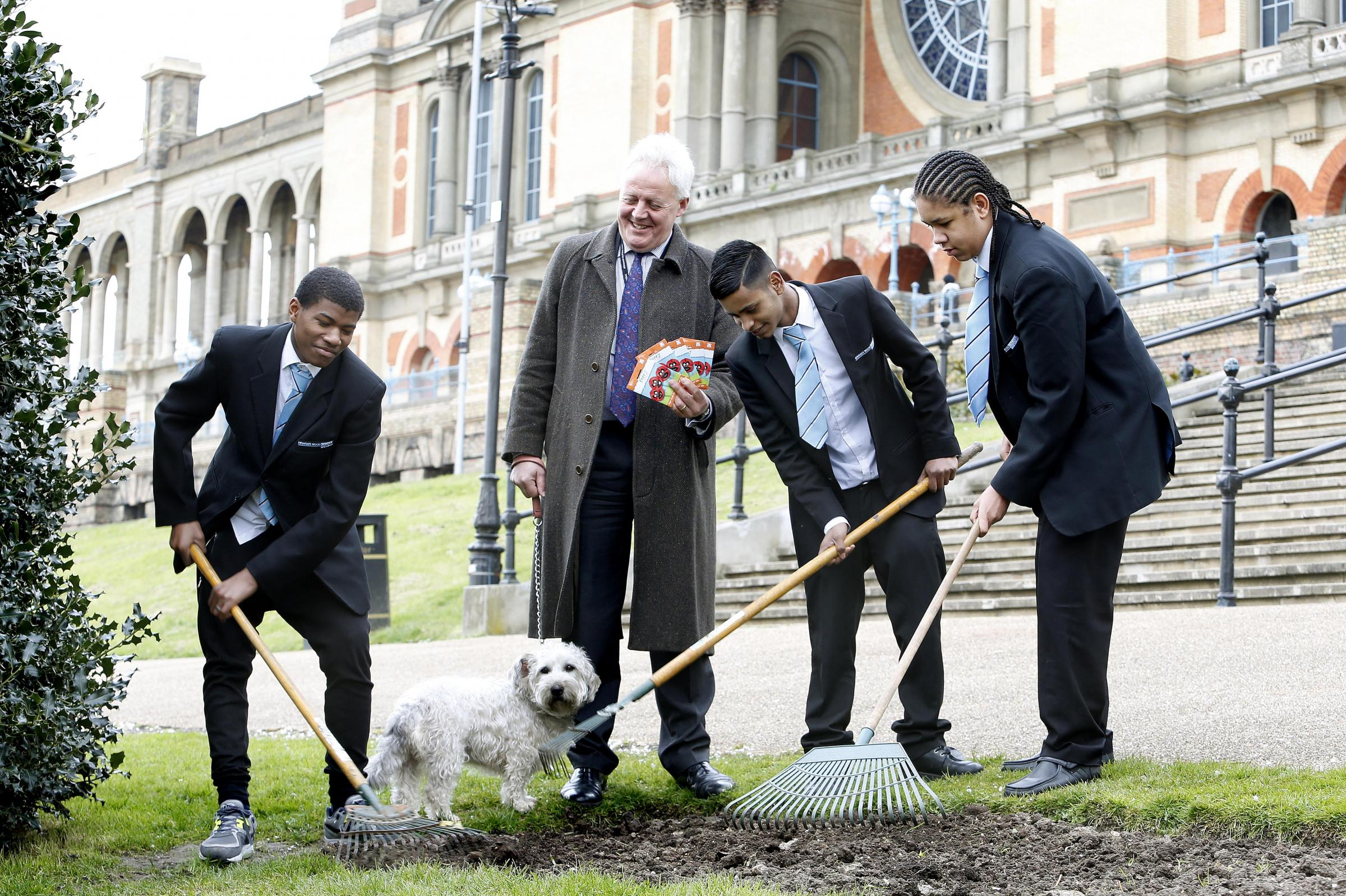 Ally Pally chief executive Duncan Wilson and students from Highgate Wood School planted poppies at Alexand