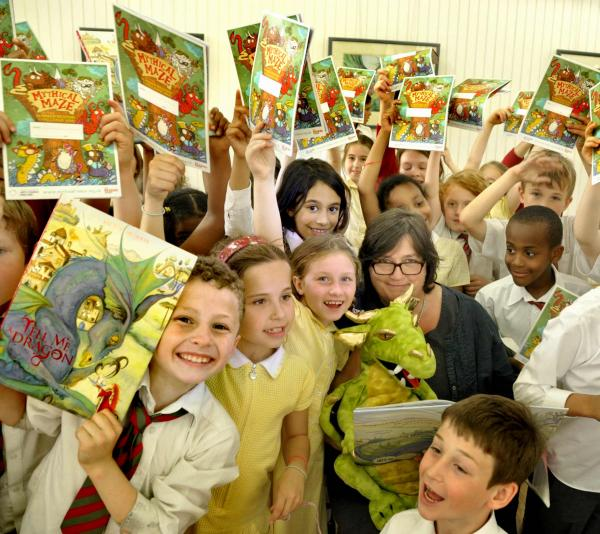 Author Jackie Morris with schoolchildren in Hornsey library